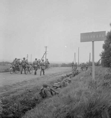nns retreating to VT-line at Kivennapa. 11 June 1944.