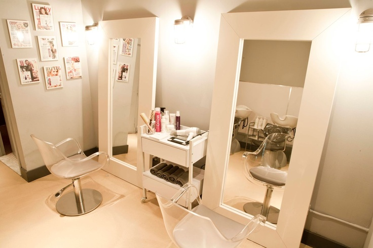The tall mirror look is very chic. Our Rio Carnaval Station with the Duke Styling Chair in White would be stunning.   Station: http://stand.sh/riosingle  Chair: http://stand.sh/dukewhite