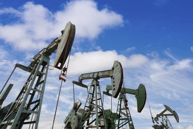 WTI Oil Hits US$56: Should You Buy Baytex Energy Corp. or Suncor Energy Inc.?
