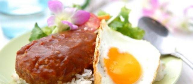 Typisch Hawaïaans is Loco Moco. Een bergje van rijst, hamburger, gebakken ei en overgoten met jus. Letterlijk vertaald: 'gek snot'. Het is eigenlijk de...