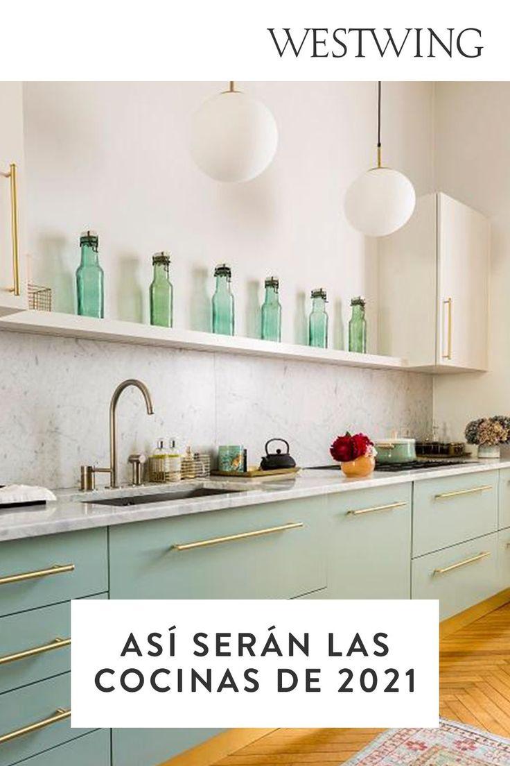 Aunque la función principal de la cocina sea la de cocinar, cada vez optamos más por crear espacios multifuncionales donde poder sentarnos a comer y reunirnos. Podemos optar por cocinas en tonos oscuros como el negro, cocinas luminosas en tonos blanco o cocinas en tonos pastel. No te pierdas las tendencias que triunfarán en 2021. // Diseño Interiores Ideas Decoración #Westwing Casas Cocina Pequeña Moderna Abierta Isla Blanca Madera Diy Tapis, Kitchen Island, Kitchen Cabinets, Küchen Design, Architecture Design, Table, Furniture, Feng Shui, Open Space