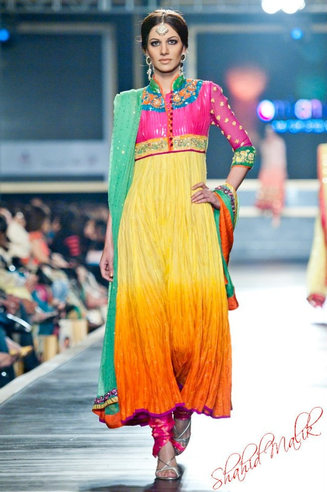 Henna Mehndi Ilford : Desi s are so colorful nomi ansari pakistan bridal week