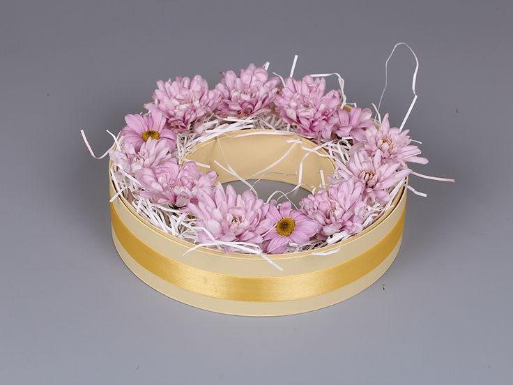 """Коробка для цветов и сладостей """"Бублик"""" 👌😉 Если у вас есть идея необычной коробки, пишите нам и мы превратим ее в реальность #estetis_Trends #эстетис #estetis #шляпныекоробки #круглыекоробки #коробочки #коробкидлякапкейков #коробкидляцветов #коробки #коробкидляподарков #коробкидлятортов #flowers #flowersofinstagram #flowersinbox #композиций с #макаруны #handmade #hatbox #flowers #flower #wedding #photographer #сладости #Flowerbox #подарки #тренды #flowerbouqet #luxuryflowers #одежда…"""