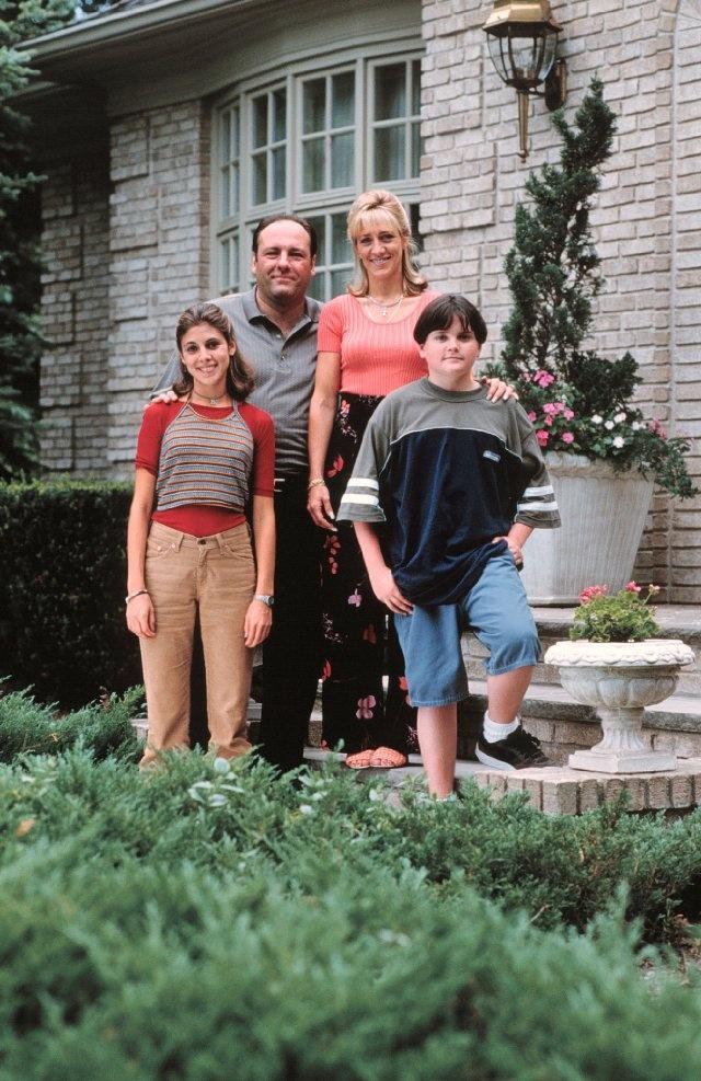 Still of James Gandolfini, Edie Falco, Robert Iler and Jamie-Lynn Sigler in The Sopranos