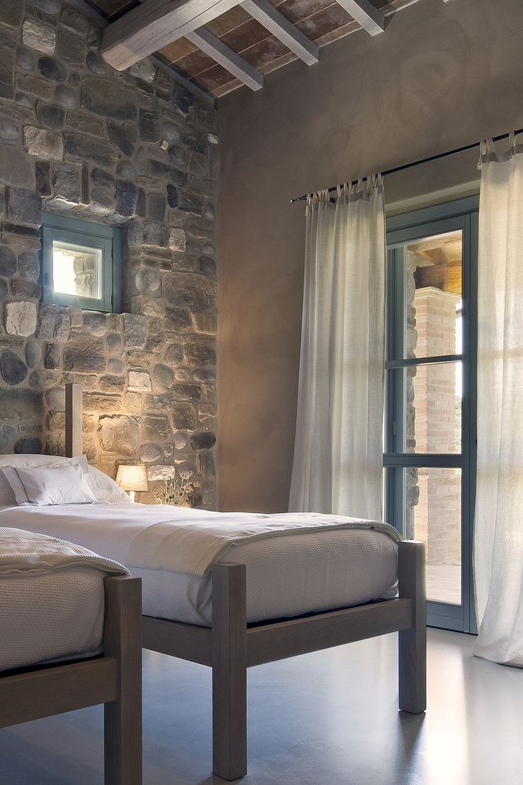 La Segreta, beautiful house and farmhouse to rent in Umbria, Italy. For 10 people. 6000$ a week in high season. This is the twin bedroom for children.