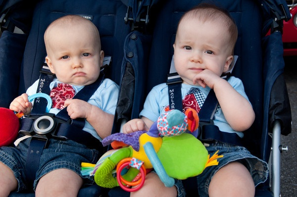 So this was evidently a stock photo used by Twinsburg Patch online newspaper to illustrate their Twins Days coverage. Happened upon it while looking for a photo someone took this year for that site.: Education, Gemelos Idénticos, Days Coverage, Para Gemelos, Online Newspaper, Carros Gemelares, Patch Online, Twinsburg Patch