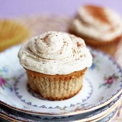 Wie Snickerdoodles? Wie wäre es mit einem Snickerdoodle Cupcake? :)