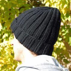 """Il s'agit du modèle super simple, parfait pour un cadeau improvisé . Comment tricoter le bonnet pour homme en côtes : Remarque : *...* veut dire """"à répéter"""" 1) On monte78 mailles avec les aiguilles circulaires 6"""
