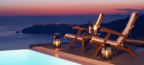 2. Anastasis Apartments, Imerovigli, Santorini Grekland  På Santorini i Medelhavet finns världens näst bästa hotell. Här erbjuds fullt utrustade lägenheter varifrån du kan se solen gå ner i havet. Bäst service i Grekland, enligt Tripadvisor. Priser från 1 700 kronor för ett rum.