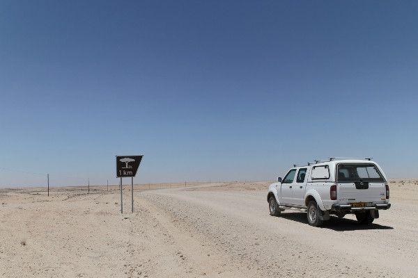 Aire de pique nique en vue  Blog Bar à Voyages #Namibie #Namibia #Afrique #Africa #nature #desert #road #route #picnic #piquenique #4W