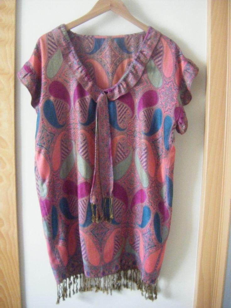 vestido hecho de un fular