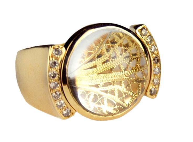 Eleuterio Jewels | Ring in Yellow Gold, Filigree, Diamonds and Crystal Cabuchon