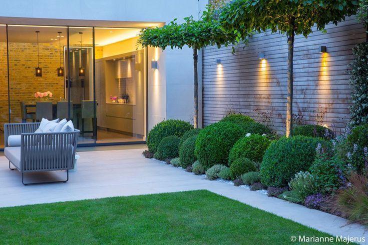 Umgestaltung und Renovierung moderner Gartengestaltung mit moderner Bepflanzung