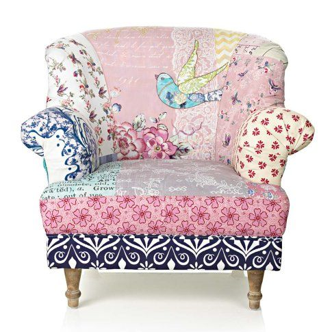 Dieser mädchenhafte Sessel in Patchwork-Design vereint einen üppigen Farbenmix mit frühlingshaften Mustern.