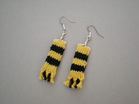 Maglia guidata sciarpa orecchini giallo e nero di annaloredesigns