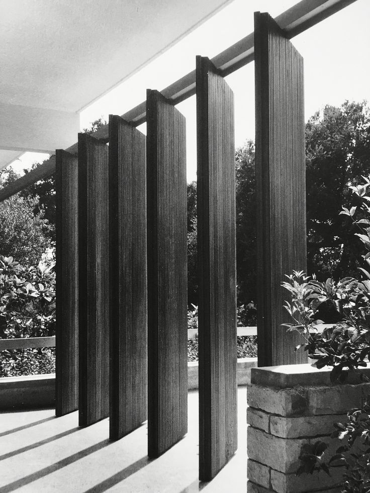 Angled wooden brise soleils. Richard Neutra Desert House.