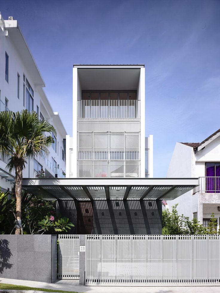 3-bridge-over-water-residence-in-singapore-by-hyla-architects