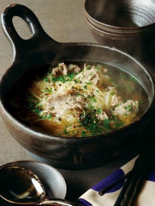 彼氏に食べさせてあげたい!美味しい・簡単な鍋料理6選 - Locari ... 牛しゃぶ肉と千切り大根の鍋
