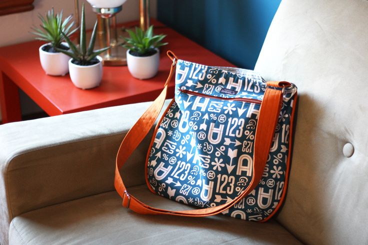 Noodlehead's Trail Tote free sewing pattern. Bag made by Grandma G, fabric is Wood Type by Jessica Jones for Cloud9 Fabrics.
