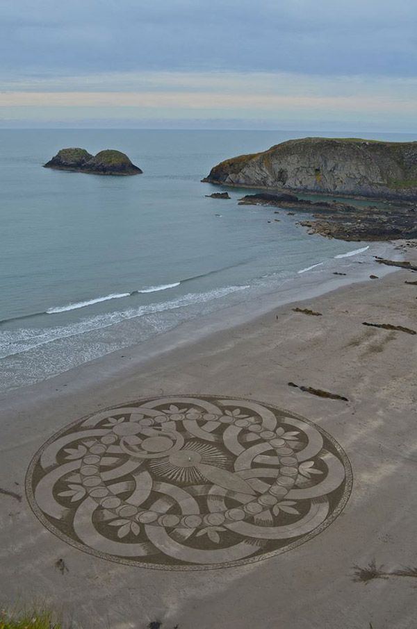 The Goddess! Marc Treanor creates another stunning sand art work.  This was created on Sunday the 30th of  August, 2015, at Traeth Llyfn in Wales with Rachel Shiamh. This work was based on a crop circle from 2007 and the wonderful art work of  Asta Pruess.