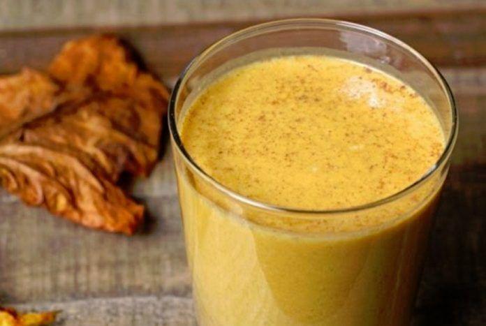Низкокалорийный и полезный тыквенный смузи с яблоком и бананом