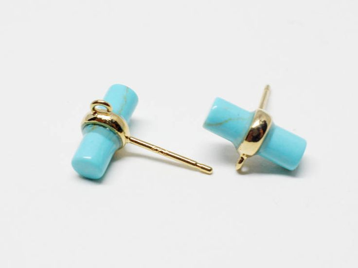▶Discription◀  Cylinder Glass Stud Earring  ▶Detail◀  -Bass Metal:Brass  -Plating:Anti-Tarnished  Gold Plating Over Brass +Turquoise  -Size:11X16mm  -Content: 2pcs/pack   ★To see all the colors of this item please search the first 5digits of items code(eg.C0004)  ★If you have any inquiries about our items,please do not hesitate to convo me.