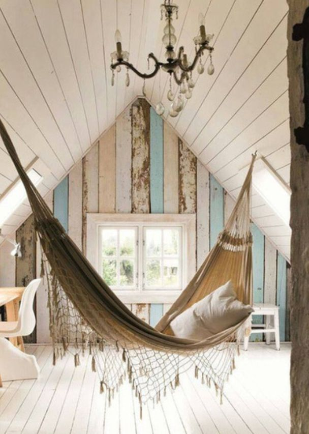 How luxurious would it be to be able to spend a lazy morning reading in this chic hammock? #yesplease