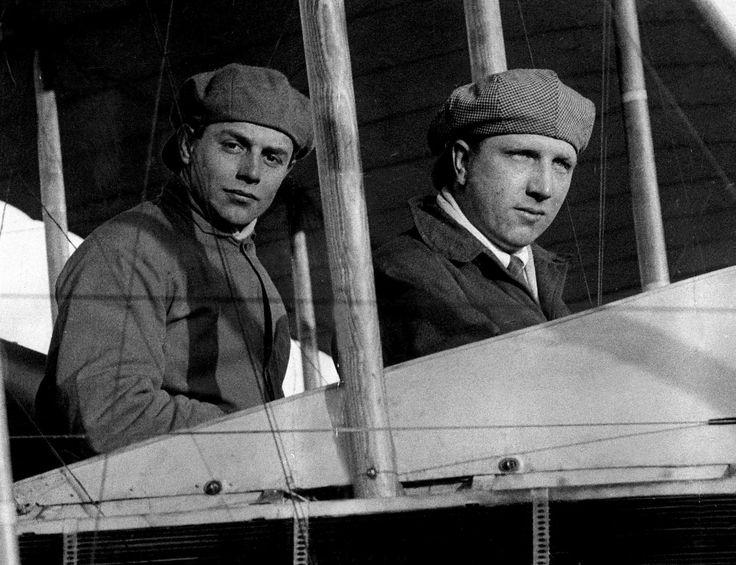 Suvla Koyu yakınlarında (Çanakkale) denize zorunlu iniş yaptı. Arkadaşlarıyla birlikte savaşın sonuna değin tutsak kaldı. Mart 1919'da donanmadaki görevinden ayrıldı.Vickers Uçak Şirketi'nde deneme pilotu oldu. Bu şirket, Londra'da yayımlanan Daily Mail gazetesinin, Atlas Okyanusu üzerinde hiç durmadan yapılacak uçuş için 10 bin sterlin koyduğu yarışmaya bir uçak hazırladı.Alcock ve Brown 14 Haziran 1919'da, Greenwich saatiyle 16:13'te Newfoundland'deki (Kanada) St. John's Havaalanı'ndan…