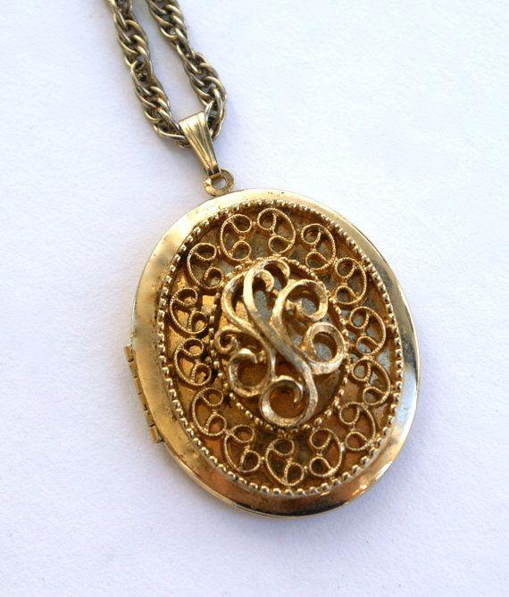 vintage locket necklace by sarah coventry gold tone l. Black Bedroom Furniture Sets. Home Design Ideas