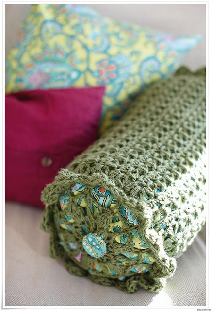 Crochet pillow cover - love this design! Inspiration only.