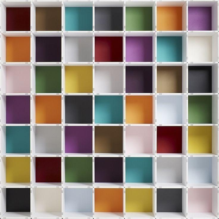 das Regalsystem qubing ist in sechszehn Farben erhältlich