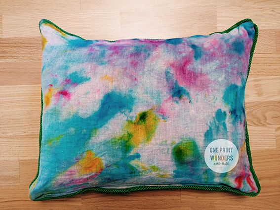 Hand-dyed linen cushion. 45 x 55 cm. © One Print Wonders