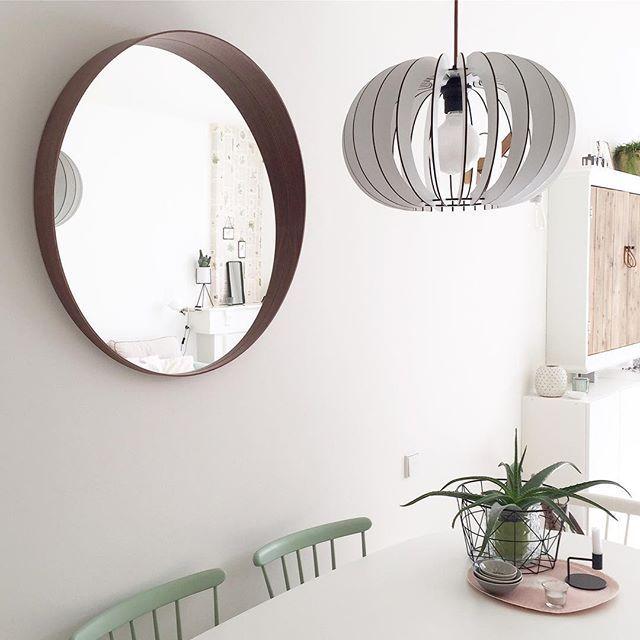 De STOCKHOLM spiegel bij @blondhout | #IKEABijMijThuisIKEA IKEAnl IKEAnederland inspiratie wooninspiratie interieur wooninterieur design woonkamer eetkamer kamer accessoires decoratie kwaliteit trendy