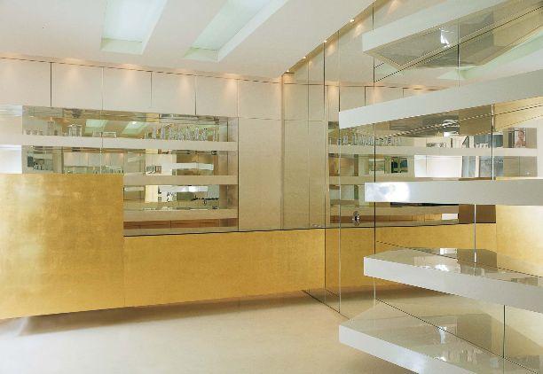 #pillsofthepast n.71  GIL GAGNE'   2001  shop for Jean Klebert design by Simone Micheli Milan - Italy photo by Graziano Villa