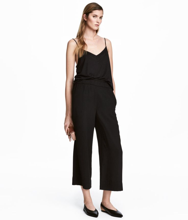 Sjekk ut dette! En trekvartlang bukse i vevd kvalitet. Buksen har elastikk i midjen og sidelommer.  - Besøk hm.com for å se mer.