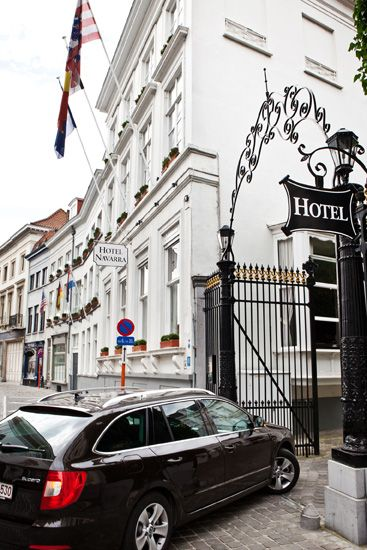 Very few hotels in #Bruges offer on-site parking facilities! #Hotel Navarra has its own private on-site car park.  http://www.hotelnavarra.com/en/info/256/Car-park.html