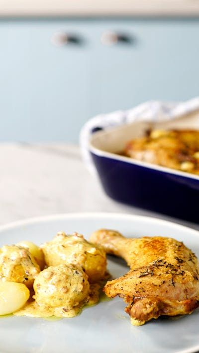 Já imaginou fazer esse incrível frango assado com batatas e molho de mostarda no almoço em família? O sucesso é garantido!