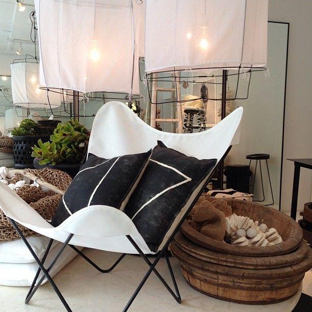 Butterfly chairs + B&W chairs - Pamela Makin (lesinterieurspaddington)