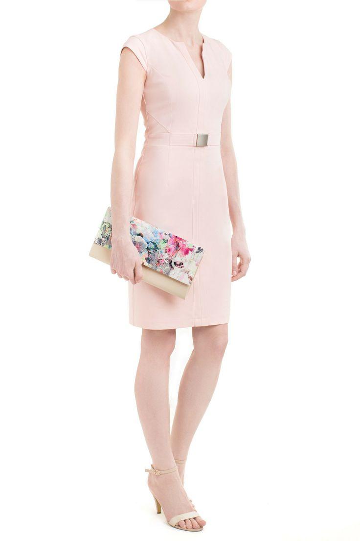 Brzoskwiniowa sukienka o dopasowanym kroju podkreśli figurę, a wzrok przyciąga kolorowa kopertówka z naszej kolekcji! #moda #wesele #stylizacje #wiosna #danhen #2014