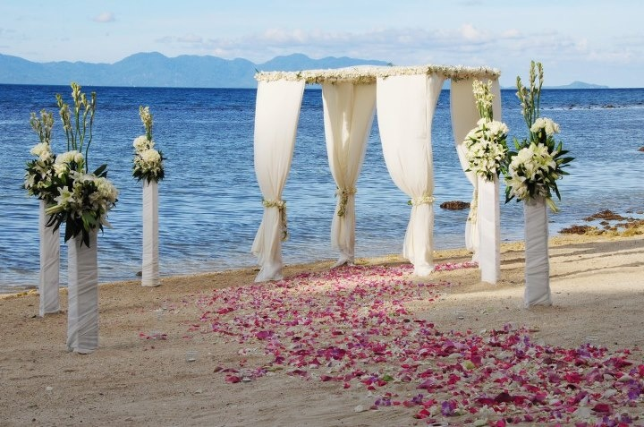 Celebrate your destination wedding in a secluded beach paradise where white sand, swaying palms and calm waters set an exotic stage - @Four Seasons Resort Koh Samui, Thailand.
