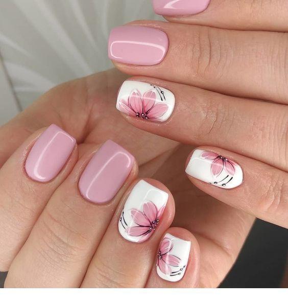 Rosa Nägel und Blumen – Nägel