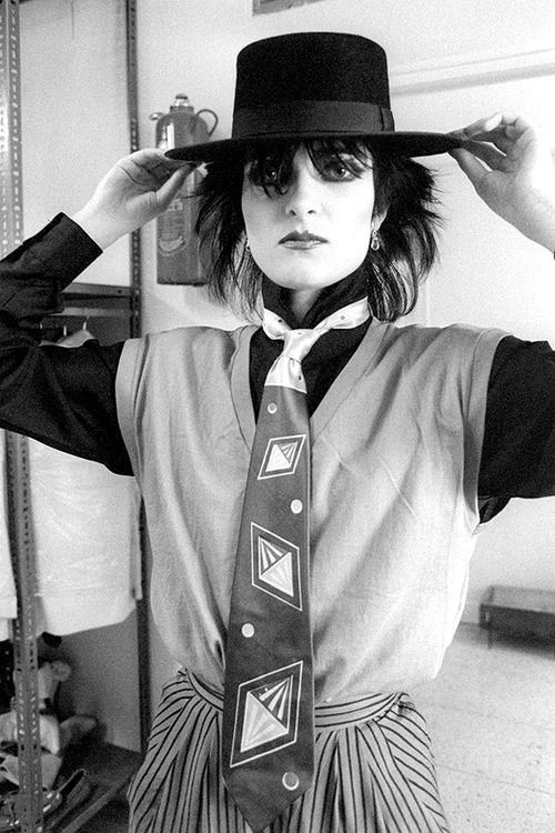 Siouxsie Sioux rocking some Andro-styles