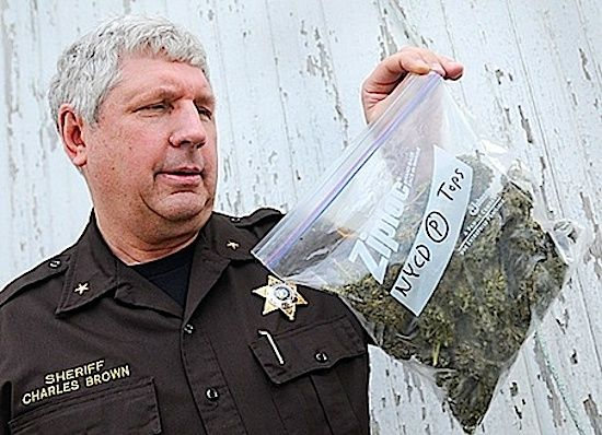 POLICE ARRESTED GOLF PLAYERS FOR SMOKING WEED!