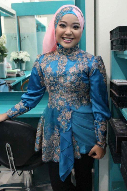 087 754 332 937 (XL) BBM 75A056C5 menjual dan melayani pemesanan baju kebaya modern, kebaya modern, gaun kebaya modern, kebaya muslim modern, gaun kebaya, kebaya dengan kombinasi kain tradisional Indonesia, kebaya wisuda, kebaya pernikahan, kebaya seragam keluarga, dll. #kebaya #wisuda #kebayaatasan