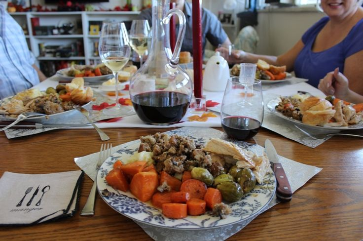 Thanksgiving dinner with family | discoverhappiness.ca