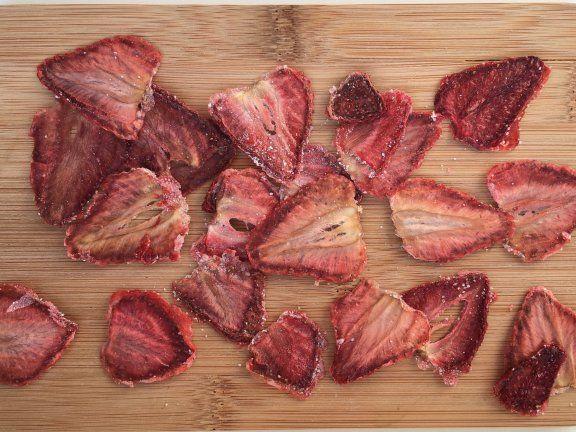 die besten 25 getrocknete erdbeeren ideen auf pinterest erdbeer fruchtleder erdbeer frucht. Black Bedroom Furniture Sets. Home Design Ideas