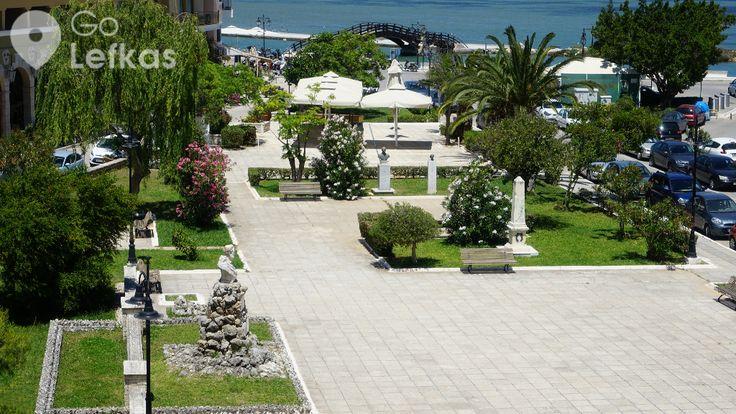 Το πάρκο Μποσκέτο στην παραλία της πόλης ή Κήπος των ποιητών. Φιλοξενεί τις προτομές των σπουδαίων Λευκαδίων λογοτεχνών όπως: Αριστοτέλη Βαλαωρίτη, Άγγελου Σικελιανού, Δημητρίου Γολέμη & της Κλεαρέτης-Δίπλα Μαλάμου.