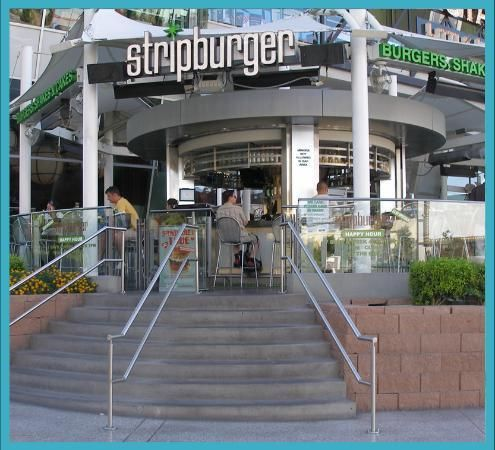Strip Burger is an amazing restaurant in Las Vegas located at The Fashion Show Mall. Definitely worth a visit should you find yourself in Vegas #restaurant #review #burger #hamburger #eat #drinks