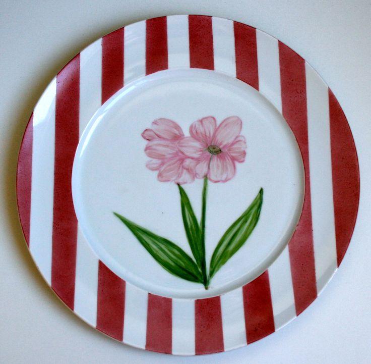 Aparelho Flores - prato rosa / intéressant les rayures et motif mais la fleur me semble trop grande