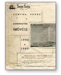 """Naquela época de muitas conquistas, as ruas do Rio já começavam a se encher de automóveis """"Made in Brasil""""; uma grande conquista para nós veio em 1958 junto com a Copa do Mundo de Futebol: o início das atividades de nosso Departamento de administração de bens"""